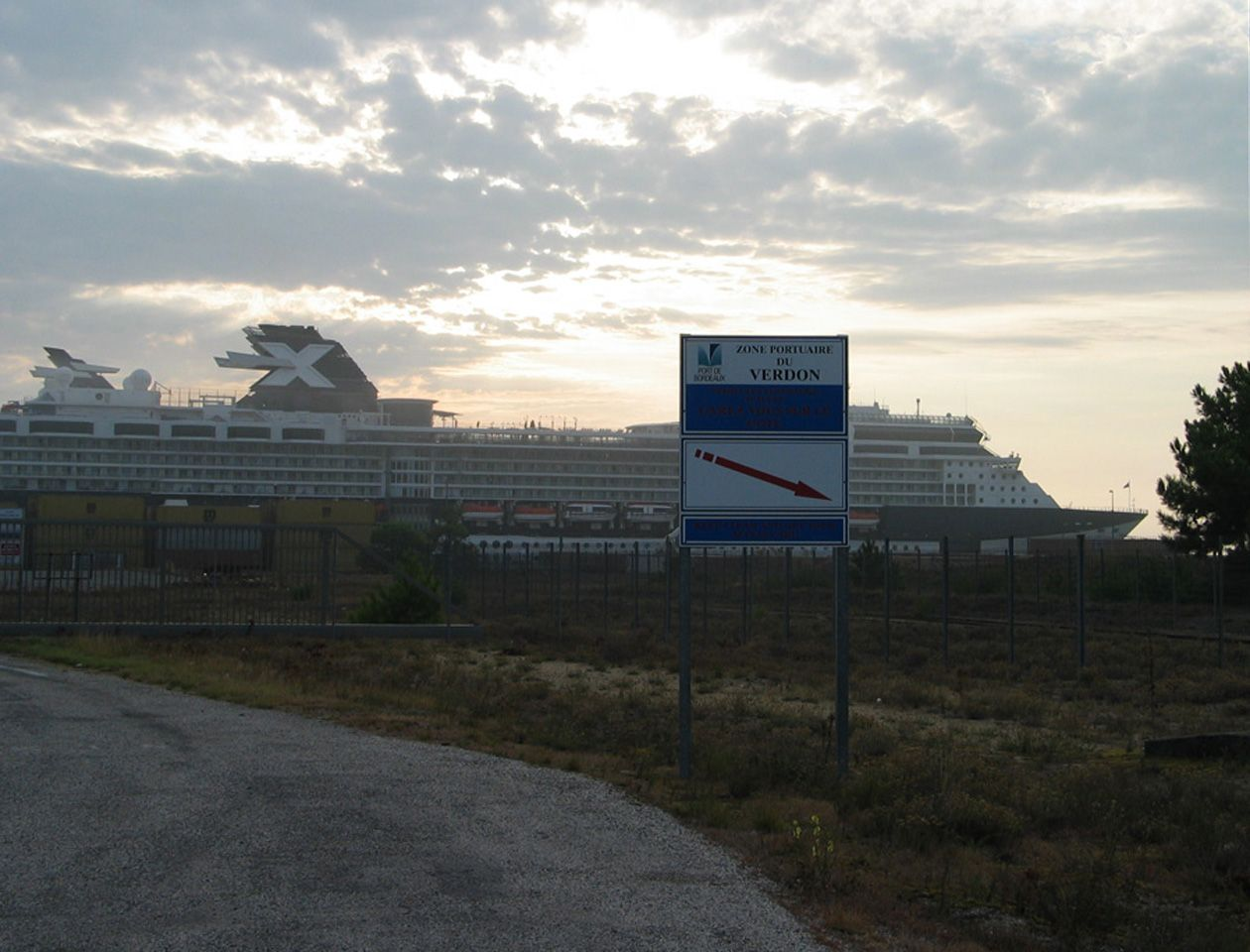 Celebrity Constellation liner docks in Le Verdon