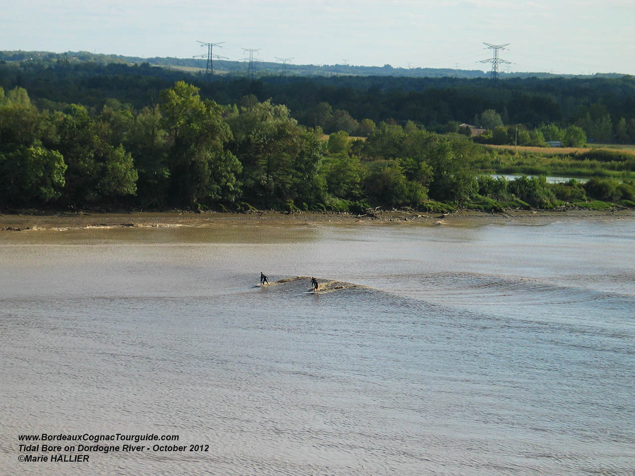 2012-10-01-Happy-Hawaian-travelers-assisting-Dordogne-tidal-Bore2