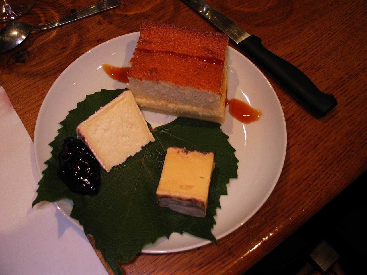 2012-10-01-Happy-Hawaian-travelers-cheese-tasting
