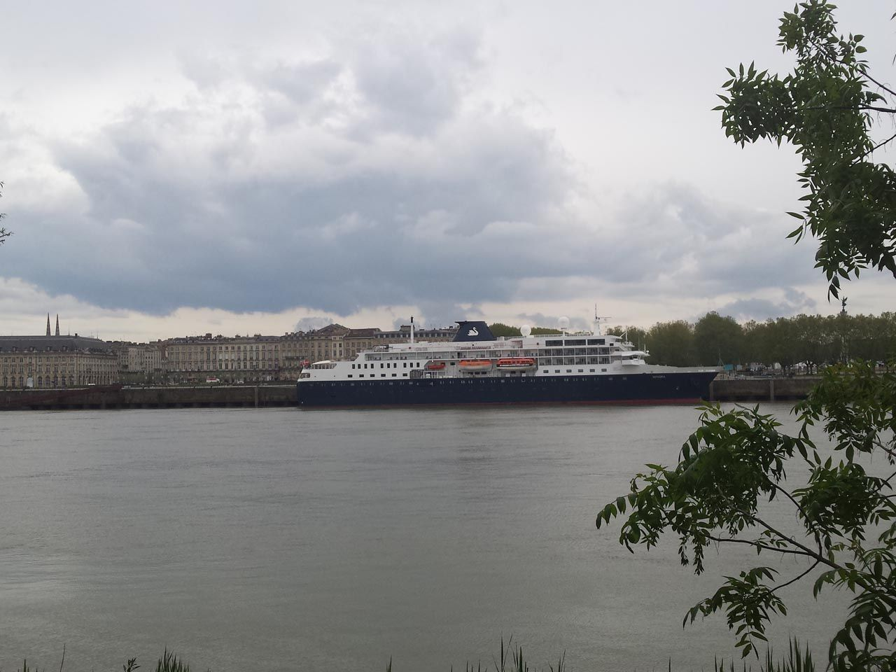 2016-04-21-Minerva-docked-in-Bordeaux