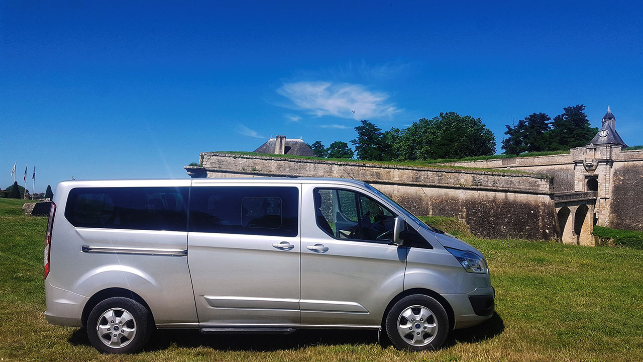 FAQ 03 - What type of vehicle is used for the tours, do you have A/C and other comfort equipment?