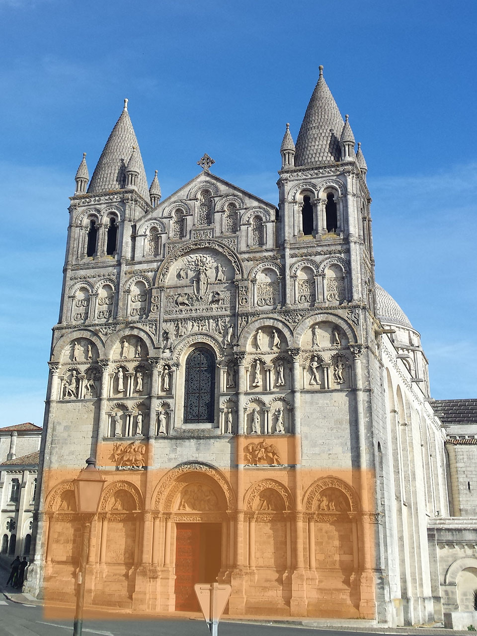 Facade cathedrale angouleme parties ignorees
