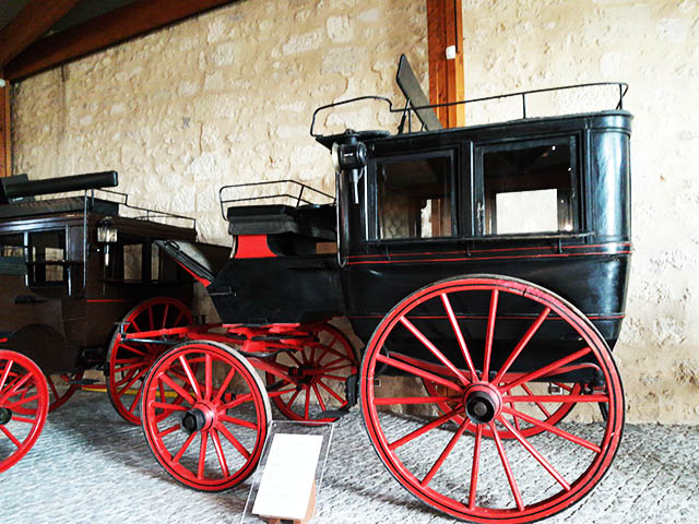 Come on coach driver! Take us to the horse drawn carriages museum in Bourg!