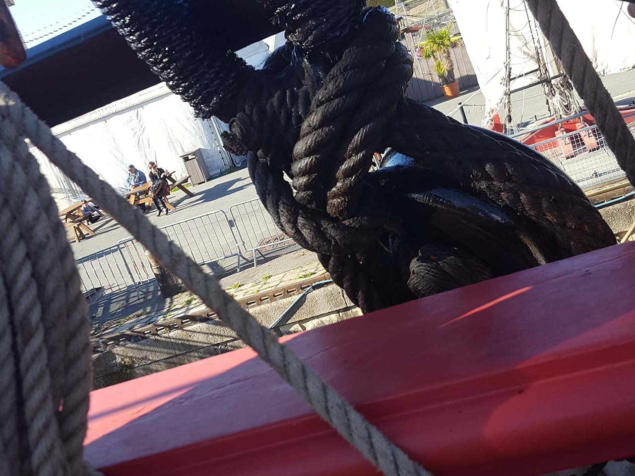 Ropes after tar coating - Frigate Hermione (Rochefort)