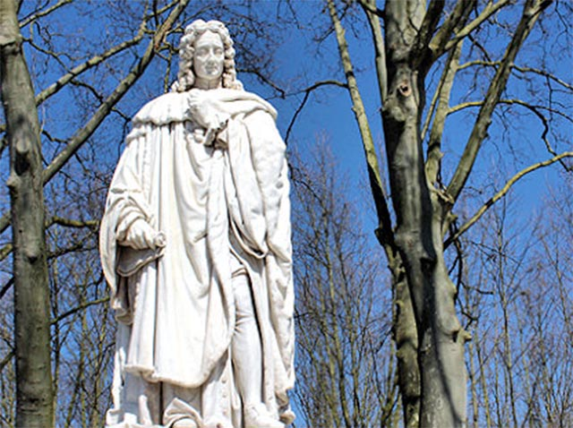 Monumental statue of Montesquieu, place des Quinconces - Bordeaux