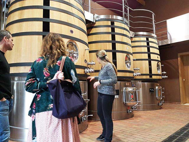 FAQ 06 - How many wineries can be visited per day? Can I choose which wineries I would like to visit on the tour?